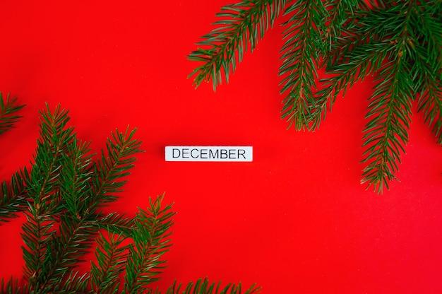 Neujahrsvorlage weihnachtskarte eine weiße plakette mit der aufschrift dezember auf einem roten