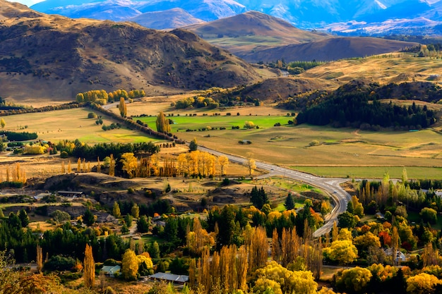 Neuseeland-landschaft mit ackerland