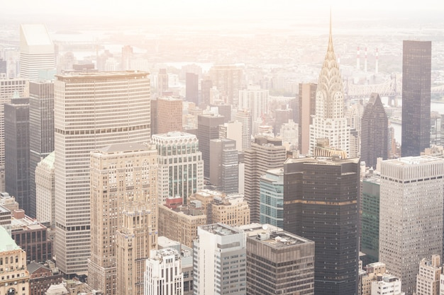 New york luftbild an einem wolkigen tag