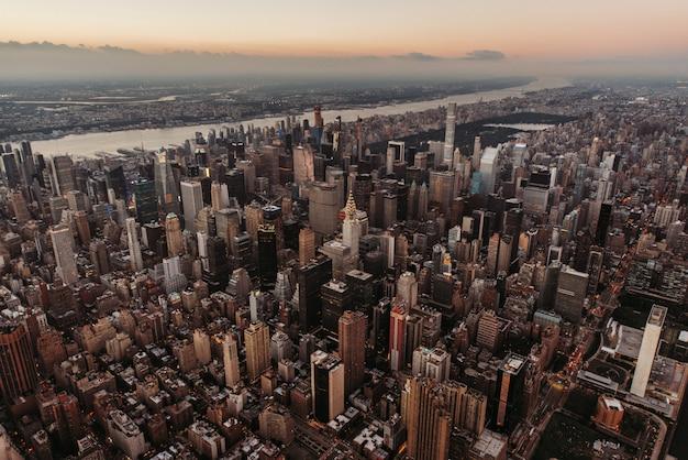 New york und manhattan blick vom hubschrauber