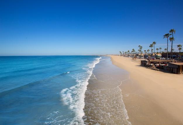 Newport strand in kalifornien mit palmen