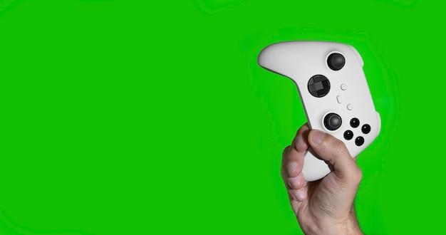 Next gen game controller auf den händen des mannes