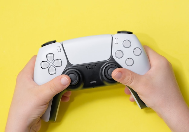 Next gen game controller auf kids hand