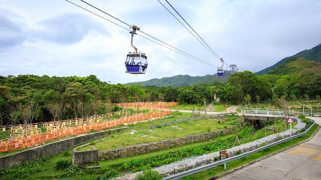 Ngong-klingeln-drahtseilbahn hong- kongporzellan in der regenzeit