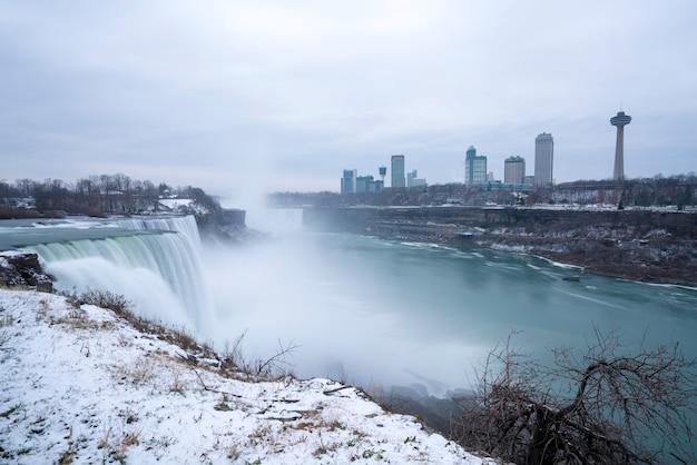 Niagara falls, ein blick vom niagara state park auf american falls.