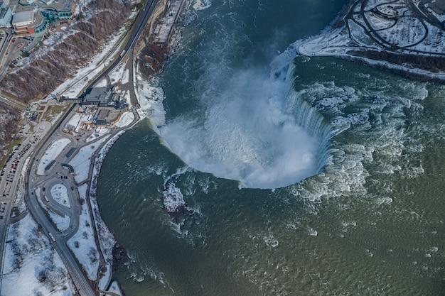 Niagara wasserfall luftbild vom hubschrauber in kanada