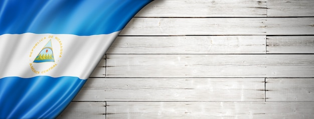 Nicaragua flagge auf alter weißer wand