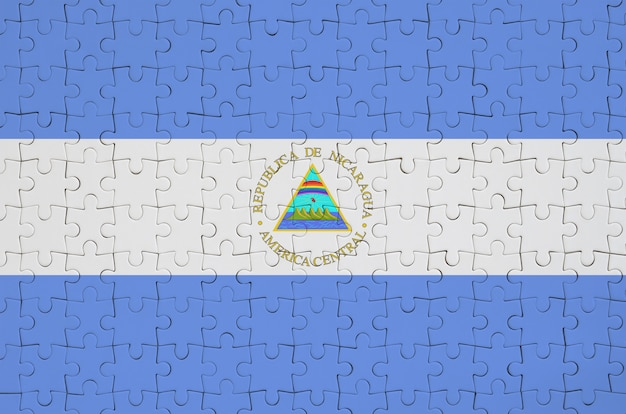 Nicaragua-flagge wird auf einem gefalteten puzzlespiel dargestellt