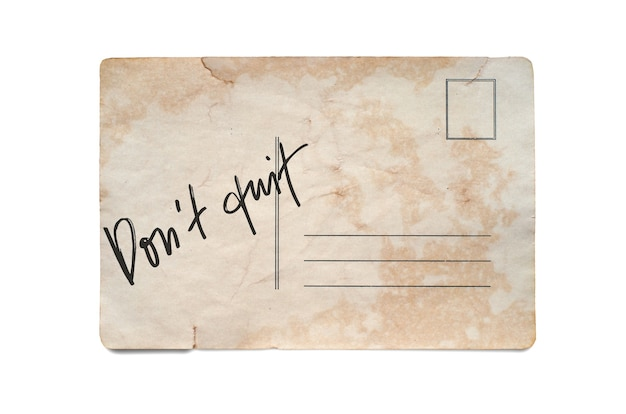 Nicht aufgeben. schriftzug auf einer vintage-postkarte. getrennt auf weiß.