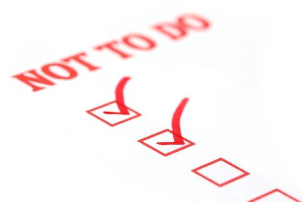 Nicht zu tun checkliste mit roter tinte markiert