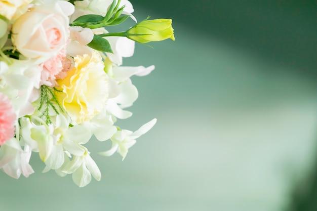 Niederlassungen der schönen blumenblumenstrauß-hochzeitsdekoration