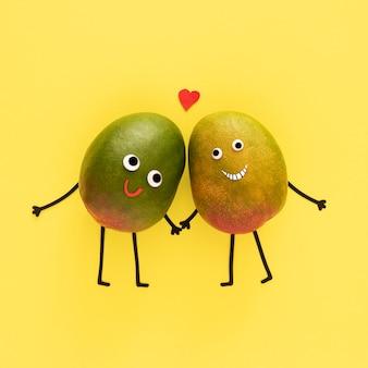 Niedliche früchte, die hände halten