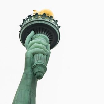 Niedrige winkelsicht des freiheitsstatuen torch, liberty island, manhattan, new york city, new york st