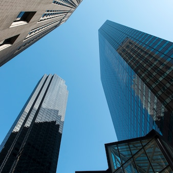 Niedrige winkelsicht von gebäuden, lenox-hügel, manhattan, new york city, staat new york, usa