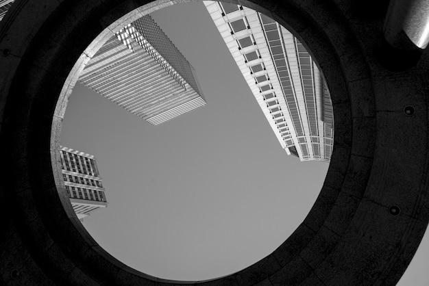 Niedrige winkelsicht von gebäuden, midtown, manhattan, new york city, staat new york, usa