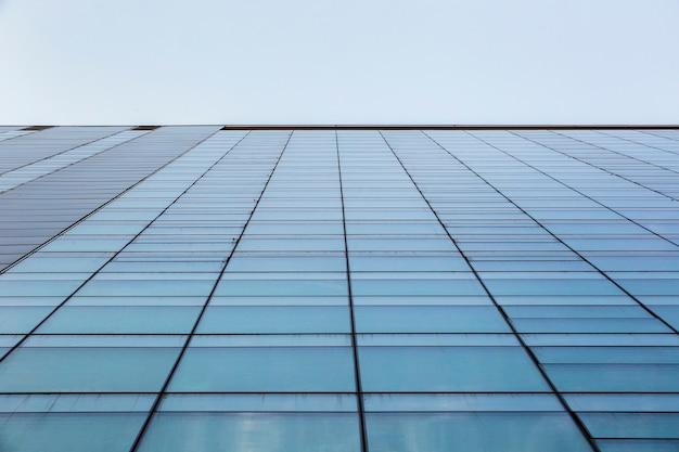 Niedriger winkel der modernen gebäudearchitektur