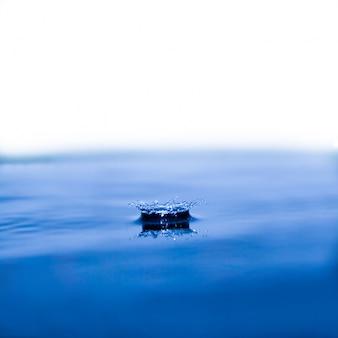 Niemand fischer ufer schiff versenkt
