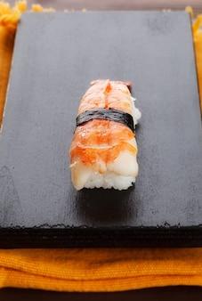 Nigirizushi an der tafel