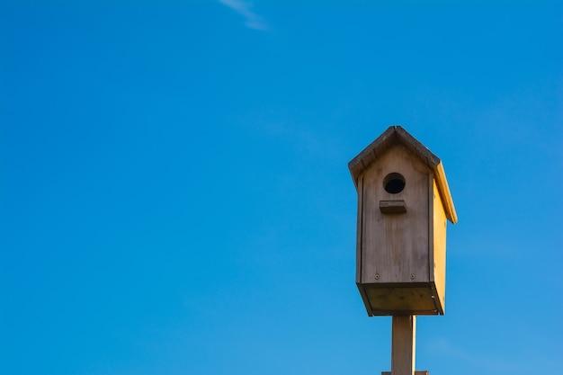 Nistkasten vogelhaus im garten