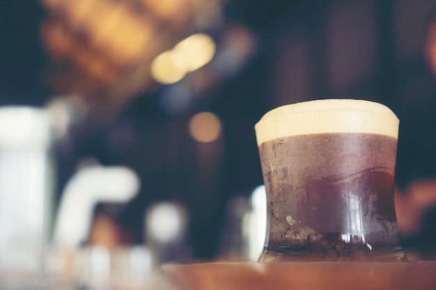 Nitro cold brew coffee im café