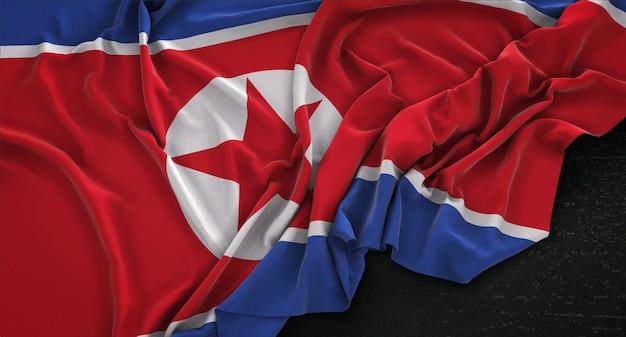 Nordkorea-flagge geknittert auf dunklem hintergrund 3d render