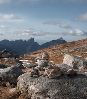 Norwegen berge auf den lofoten im herbst