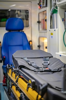 Notbett und erste-hilfe-medizinische versorgung
