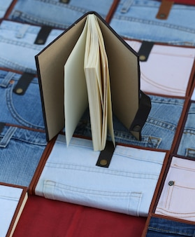 Notebook mit jeansüberzug