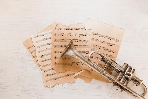 Noten und trompete
