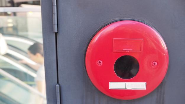 Notfall- oder feueralarmsystem-notifier oder alarm- oder klingelwarnausrüstung bei feuer in japan.