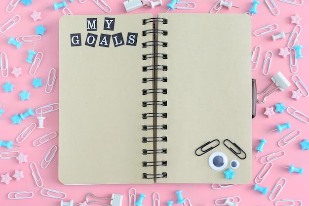 Notizblock auf federn mit der aufschrift my goals.