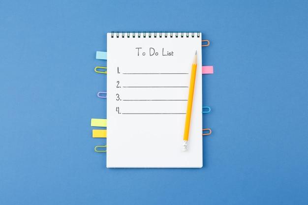 Notizblock mit lesezeichen büroklammer notizblätter