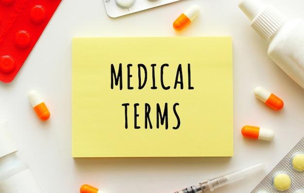 Notizblock mit medizinischer inschrift