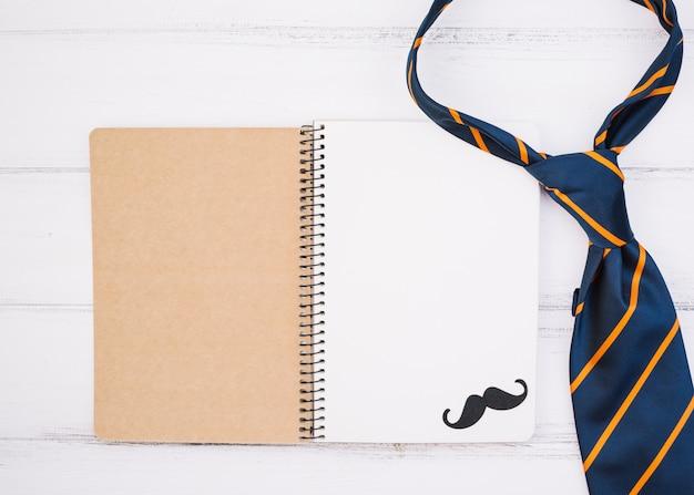 Notizbuch mit ornament schnurrbart und krawatte