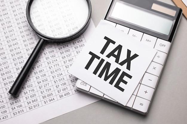 Notizbuch mit text tax time blatt weißbuch für notizen