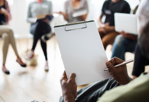 Notizbuch-vernetzungs-seminar-ereignis-konzept