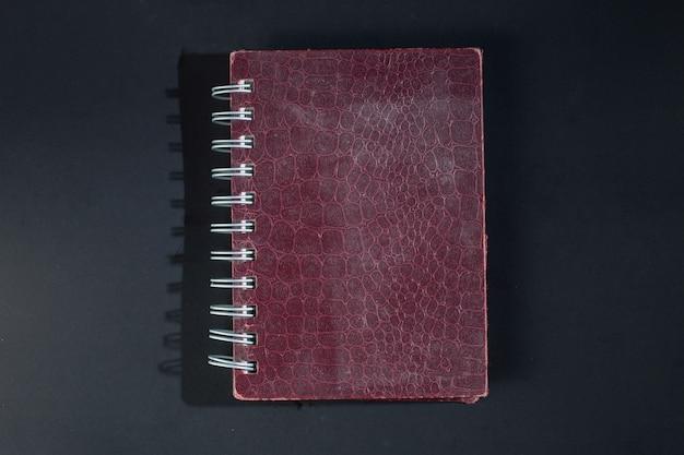 Notizbücher aus tierhäuten.