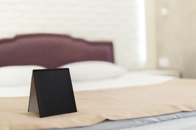 Notizen in einem hotelzimmer