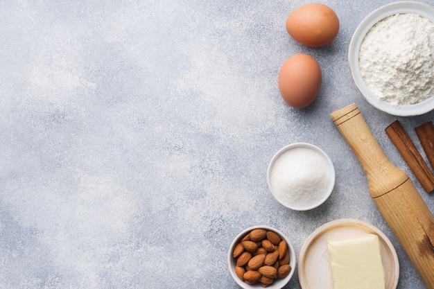 Nudelholz-ausstecher-zimtmehl ärgert butter auf beton
