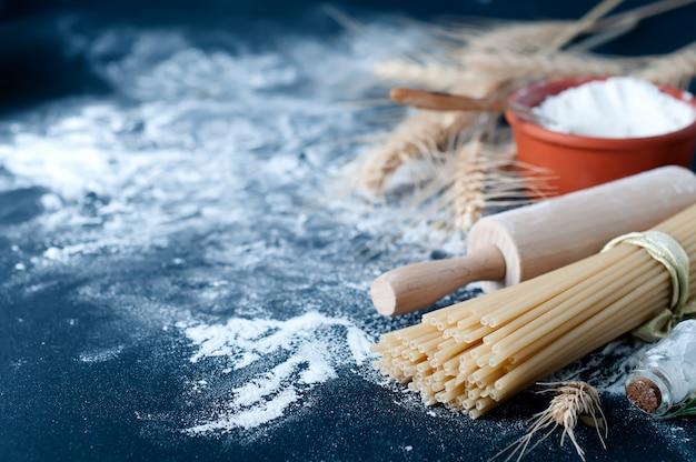 Nudelspaghetti mit mehl