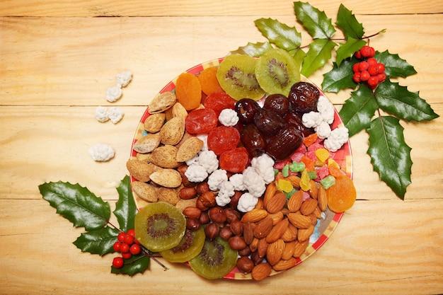 Nüsse und trockenfrüchte