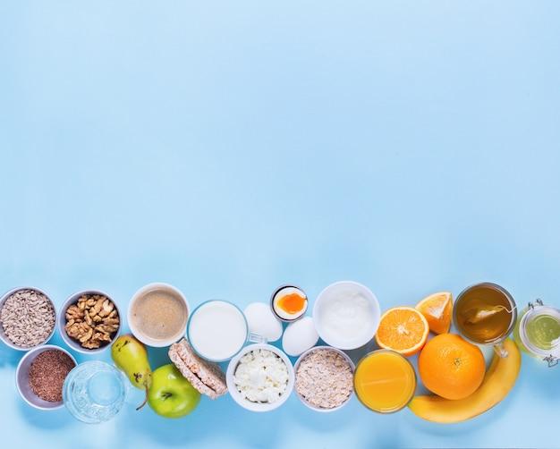 Nützliche bunte frühstück kaffee milch tee früchte