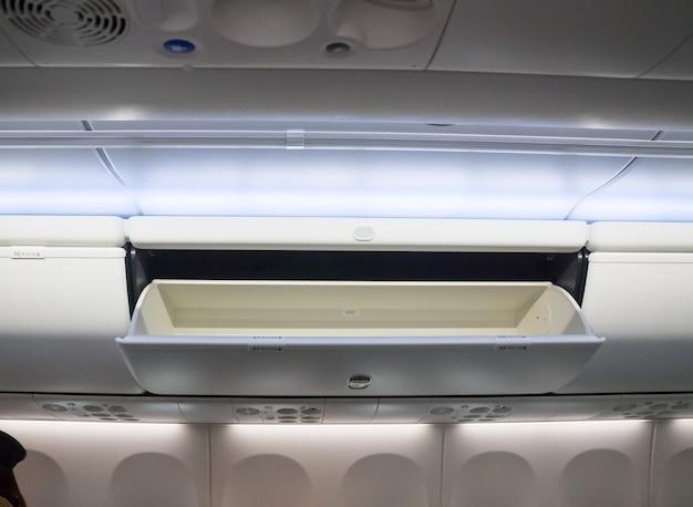 Nützlicher kasten der flugzeugkabine innenraum