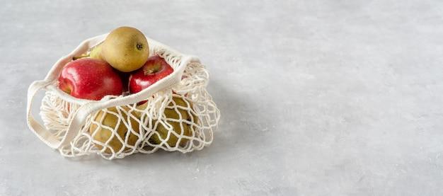 Null-abfall-konzept. früchte in einer netztasche