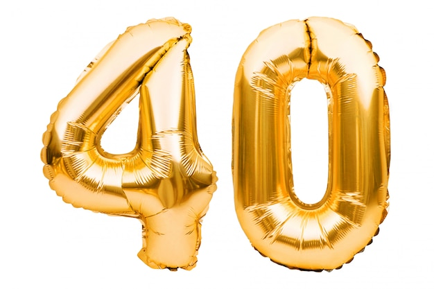 Nummer 40 vierzig aus goldenen aufblasbaren luftballons, isoliert auf weiß. heliumballons, goldfoliennummern.