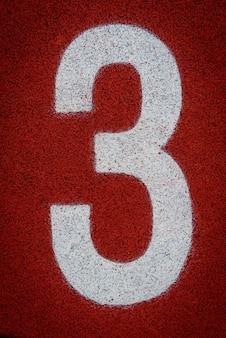 Nummer drei am start einer laufbahn im stadion