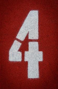 Nummer vier beim start einer laufstrecke im stadion