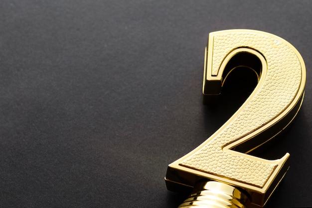 Nummer zwei texturierte goldene trophäe oder auszeichnung