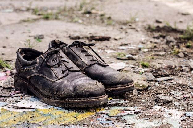 Obdachloser mann schuhe