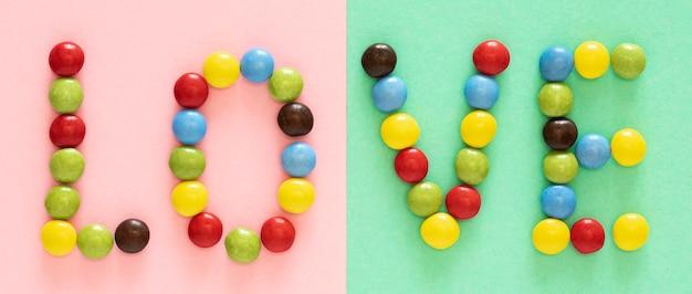 Oben ansicht bunte süßigkeitenanordnung